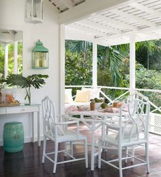 All white + used in outdoor space + green