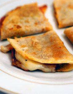 Pizzadilla appetizer - can be made with or without gluten :)