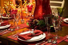 Die richtige Tischdeko zu Weihnachten sorgt für eine gemütliche Atmosphäre