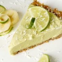 Vegan Key Lime Pie (short ingredients list, simple assembly!)
