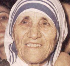 """Mulheres OusadasY❤B <> MADRE TERESA DE CALCUTÁ - """"Agnes Gonxha Bojaxhiu conhecida mundialmente como Madre Teresa de Calcutá ou Beata Teresa de Calcutá foi uma missionária católica albanesa, nascida na República da Macedônia e naturalizada indiana, beatificada pela Igreja Católica em 2003. Considerada por muitos como a missionária do século XX."""" curiosando.com.br"""