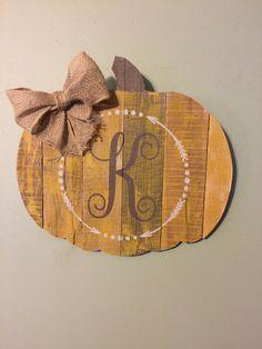 decoración halloween palet Bamboo Cutting Board, Pallet, Burlap, Reusable Tote Bags, Cute, Ideas, Halloween Prop, Interiors, Hessian Fabric