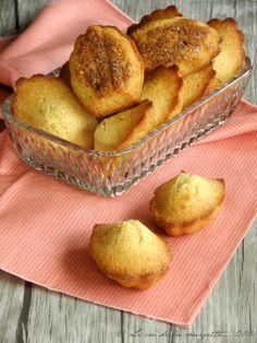 Ces madeleines sans beurre ont été réalisées avec un mélange d'huiles : l'huile d'olive et l'huile de coco, deux matières grasses végétales aux nombreuses vertus. Le résultat est parfait: elles sont très moelleuse mais leur ...