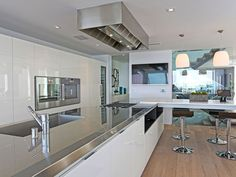 Spectacular Views from 8320 Grand View Drive (Video) | HomeDSGN, a daily source for inspiration and fresh ideas on interior design and home decoration.