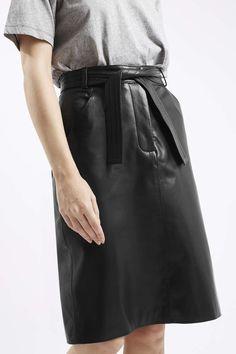 La jupe crayon en cuir de chez Topshop, chic et choc !