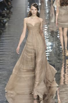 Elie Saab at Couture Spring 2010 - StyleBistro Glamorous Dresses, Beautiful Prom Dresses, Elie Saab Spring, Stylish Clothes For Women, Strapless Gown, Bridesmaid Dresses, Wedding Dresses, Classy Dress, Maternity Dresses