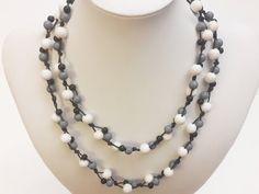 Helmien talo opettaa: Solmittavan kaulakorun tekeminen Pearl Necklace, Helmet, Pearls, Videos, Jewelry, Fashion, String Of Pearls, Moda, Jewlery