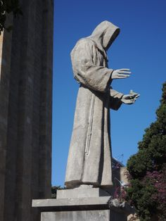 Statue of St Francis of Assisi preaching to the birds. Outside the Church of Saint Francis of Assisi, Rhodes Town Francis Of Assisi, St Francis, Stone Sculpture, Rhodes, Wonders Of The World, Statues, Statue Of Liberty, Places To Travel, The Outsiders