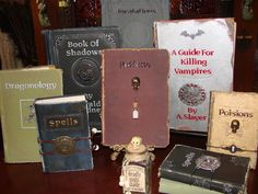 DIY Witch books from Halloween Forum Witch Spell Book, Halloween Spell Book, Halloween Potions, Spell Books, Halloween Witches, Halloween Mantel, Holidays Halloween, Halloween Crafts, Happy Halloween