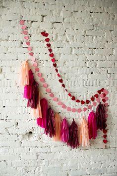 Красные и розовые фольгированные губы в День Святого Валентина. Идея для фотозоны |red pink foil  lips balloons valentines day photozone ideas