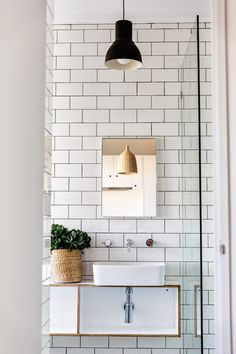 Nice bathroom composition with the mirror and lamps. Its good idea to conect black and natural decoratives scandi lamp.