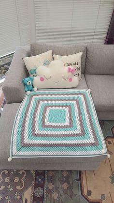 baby boy crochetede blanket. pattern: http://daisycottagedesigns.net/free-crochet-patterns-granny-square/ seaspray, blue, boy
