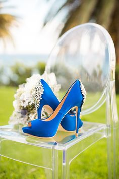This is a must see for brides! Are you looking for wedding planning inspiration? Well you are in luck because I am obsessed with this Translucent Geometric styled shoot by Jane Alexandra Events. You have to see the photos of the engagement ring and blue geometric cake! Its stunning! This is an ocean lovers dream wedding and the photography is amazing! This is all about a modern wedding that is perfect for SoCal Brides! #weddings #weddingplanning #socalweddings #engaged #bride
