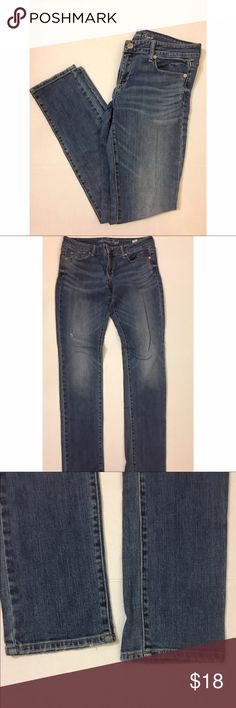 American Eagle Blue Distressed Skinny Jeans These jeans are in great condition! Distressed style, skinny style, size 10. American Eagle Outfitters Jeans Skinny