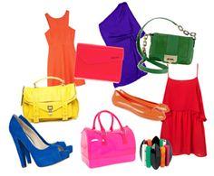 Los complementos en tonos flúor le pueden dar un toque colorido y alegre al look más sencillo...