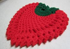 Free easy to make Crochet Potholder - Beginner Pattern[looks like you/I could make this into a cowl heart shaped] Crochet Hot Pads, Crochet Cup Cozy, Crochet Art, Crochet Home, Crochet Crafts, Crochet Projects, Free Crochet, Crochet Apple, Crochet Potholder Patterns