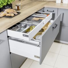 Kitchen Organization, Kitchen Storage, Kitchen Decor, Kitchen Cabinets, Kitchen Appliances, New Home Designs, Interior Design Kitchen, Kitchen Remodel, Sweet Home
