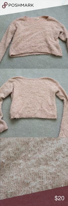 HOLLISTER CROPPED PINK SWEATER A super cute cropped sweater in good condition ( only worn once or twice )!! Hollister Sweaters Crew & Scoop Necks