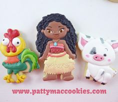 A Disney Princess doesn't need a crown or a prince or a coach or a wicked stepmother, but she DOES need adorable and/or ridiculous anthropomorphic animal friends. #moana #moanatheme #moanacookies #pua #heihei  #cookies #customcookies #royalicing #icedcookies #decoratedcookies #sugarcookies #decoratedsugarcookies #cookieartist #cookiesofinstagram #cookiestagram #instasweet #edibleart #handpainted #handpaintedcookies #royalicingdecorator #sugarart #sugarartist #acdnmember #sydneycookier #sy...