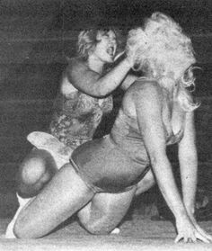 Womens Pro Wrestling: Donna Day vs Debbie Combs - Female Wrestling
