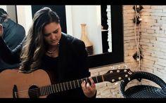 """hablamos con la cantautora Lorena Posada sobre el video de su canción """"Adiós"""", que trata la problemática del maltrato a la mujer"""