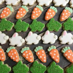 Decorated Easter cookies are a fun part of the Easter holiday. Get some ideas for Easter cookies here, and be prepared to drool because they're yummy! Cross Cookies, Mini Cookies, Fancy Cookies, Iced Cookies, Cut Out Cookies, Easter Cookies, Yummy Cookies, Cupcake Cookies, Carrot Cookies