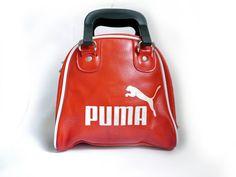 Vintage Damen Sporttasche PUMA Himbeer rote von SuitcaseInBerlin