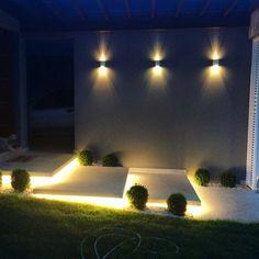 A iluminação se torna protagonista durante a noite nos jardins com #luzesdalampadario. Projeto assinado por Antonina.