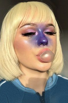 """Makeup artist Ellie Addis explained how she was able to create a Halloween beauty look inspired by Violet Beauregarde from """"Charlie and the Chocolate Factory. Willy Wonka Halloween, Cute Halloween Costumes For Teens, Willy Wonka Costume, Last Minute Halloween Costumes, Costumes For Women, Halloween Makeup, Halloween Kleidung, Fantasias Halloween, Maquillage Halloween"""