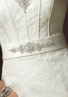 Pasek do sukni ślubnej Mori Lee model 88 Wedding Sash Belt, Wedding Belts, Bride Belt, Bridal Accessories, Bridal Jewelry, Bridal Alterations, Bead Embroidery Patterns, Flower Bouquet Wedding, Handmade Wedding