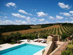 Een kleinschalig vakantiepark in Toscane. Ideaal.. genoeg ruimte voor je kids en tijd voor een gezellige ontmoeting met een glas wijn.#vakantiehuizen #italië #toscane