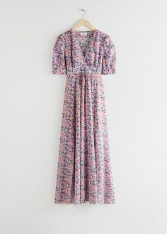 Savvy storage solutions for small spaces Pastel Floral Dress, Floral Print Maxi Dress, Uniqlo, Jean Beige, Birkenstock, Models, Fashion Story, Look Fashion, Timeless Fashion