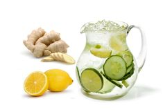 A great detox water to burn belly fat: Flat Tummy Water: - 1 lemon - 8 cups of spring water - 1 cucumber - several fresh mint leaves - fresh grated ginger Let the mixture infuse overnight and drink the next day! 10 Day Green Smoothie, Green Smoothie Cleanse, Water Recipes, Detox Recipes, Smoothie Recipes, Drink Recipes, Flat Tummy Water, Flat Stomach, Fat Burning Water