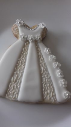 Fancy Cookies, Iced Cookies, Cute Cookies, Royal Icing Cookies, Cupcake Cookies, Sugar Cookies, Christening Cookies, Wedding Dress Cookies, Cookies Decorados