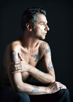 I love a good profile, and I must say that Dave Gahan (Depeche Mode) has an excellent one!