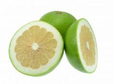 Toranja - fruto muito rico em Vitamina C. Possui propriedades semelhantes às da laranja, tangerina, limão. É um fruto das estações frias. Rica em vitamina C, potássio, cálcio folatos e caroteno. É boa para a visão, facilita a digestão e é recomendado para a proteção contra o câncer do cólon e do estômago. Fontes: http://www.centrovegetariano.org/Article-565-A-Toranja.html http://www.aminhacorrida.com/beneficios-frutas-e-vegetais/