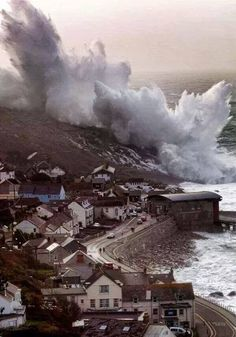 gigantic winter storm cornwall coast december 2014 / that winter, Portland, Devon and Cornwall bowed to the wrath of the sea