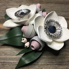 Made a few more boutonnières in this combo and I'm feeling energized this sunny ☀️ Saturday. Paper Quilling Tutorial, Paper Quilling Designs, Quilling Paper Craft, Quilling Flowers, Paper Flowers, Paper Crafts, Paper Engineering, Quilling Techniques, Paper Decorations