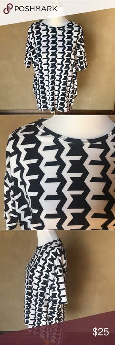 LuLaRoe top Xxs black and white top, high low detail. LuLaRoe Tops