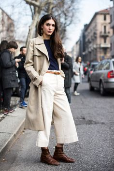 Trench Coat, Lightweight Sweater, Culottes & Ankle Boots Outfit
