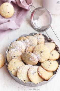 Biscuiti cu banane detaliu Sweets Recipes, Baby Food Recipes, Baking Recipes, Cookie Recipes, Romanian Desserts, Romanian Food, Delicious Deserts, Yummy Food, Homemade Biscuits