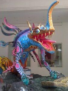 Visita al Museo de Arte Popular, el alebrije te da la bienvenida. Alebrije's welcome to the Arte Popular museum in Mexico City