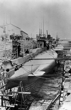 and AE 2 were E Class subs transferred to RAN. AE 1 one was lost in the Solomons. was lost in the Sea of Marmara in Royal Australian Navy, Navy Man, D House, Navy Ships, Submarines, Model Ships, Battleship, Sailing Ships, Boat