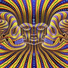 Imaginea de mai jos este o creatie ce apartine lui Alex Grey. Este un desen foarte puternic colorat, care insa ascunde mai multe figuri, 7 la numar. Insa, ideea principala a acestei imagini este reprezentata de chipul din centrul ei care este inconjurat, in stanga si in dreapta de doua cranii.