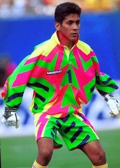 Jorge Campos era un jugador de futbol. I had been a fun of the National football team of Mexico because of him. Football Icon, Retro Football, World Football, Football Kits, Football Jerseys, Soccer Goalie, Soccer Fans, Football Players, Goalkeeper Kits