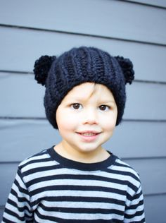 Quick and easy knit! Free pattern for this two pom pom bear hat!