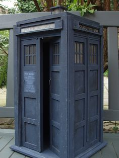 Doctor Who Convention, Disneysea Tokyo, Dr Who Companions, Lego Tv, Doctor Who Cosplay, Bbc Tv Series, First Doctor, Police Box, Blue Box