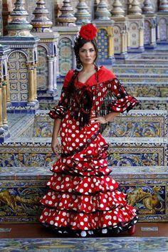 Sevilla, plaza de España, vestido folclórico