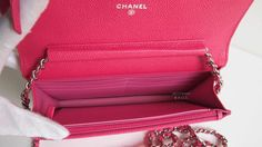 (New) CHANEL wallet in grained calfskin with a longchain and contrasted color lining Size: 19 x 12cm
