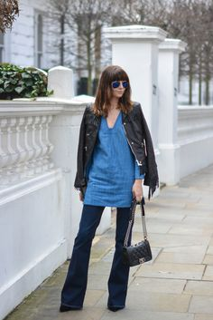 EJSTYLE-Emma-Hill-Zara-denim-dress-tunic-Zara-flare-jeans-Chanel-Boy-bag-Karen-Millen-fringe-leather-jacket-polarised-aviator-ray-ban-sunglasses-OOTD-double-denim-outfit-street-style.jpg 1,068×1,600 pixels